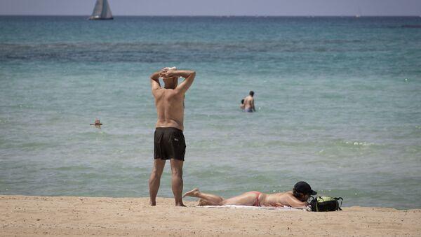 Bañistas en Palma de Mallorca (imagen referencial) - Sputnik Mundo