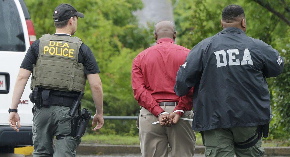 Efectivos de la DEA (Drug Enforcement Administration) de EEUU durante un operativo