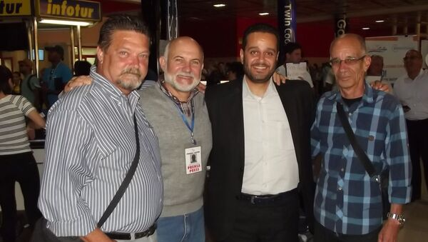 Fady Marouf, tercero de izquierda a derecha, junto a excorresponsales de Prensa Latina en Siria - Sputnik Mundo