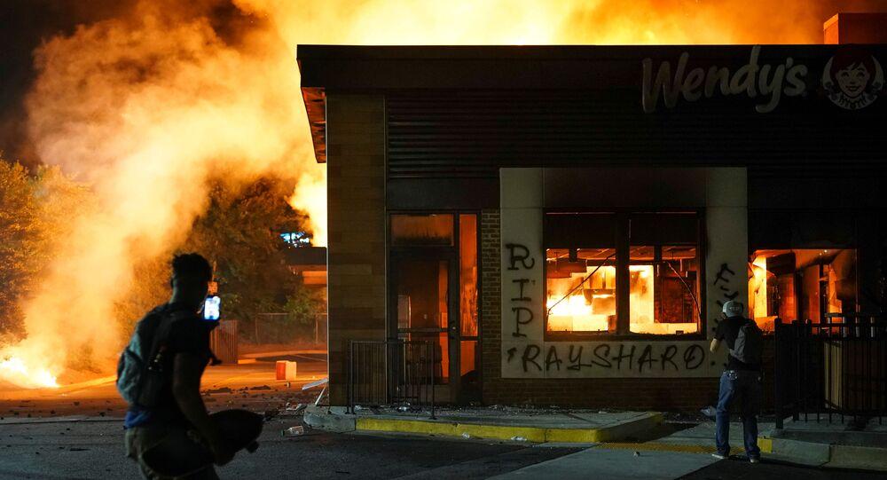 Disturbios en Atlanta tras la muerte del afroestadounidense Rayshard Brooks a manos de la Policía