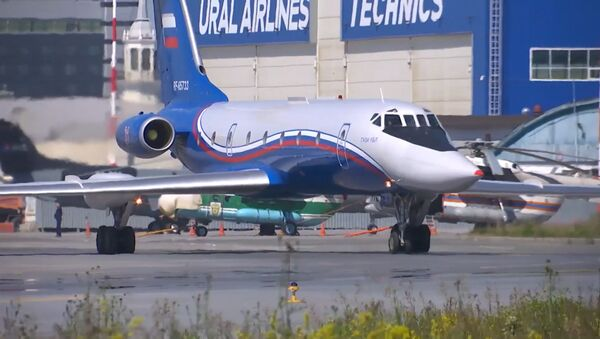 El avión de pasajeros Tu-134 se prepara para el Desfile de la Victoria - Sputnik Mundo