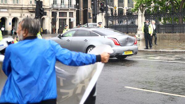 El coche de Boris Johnson tras la colisión - Sputnik Mundo