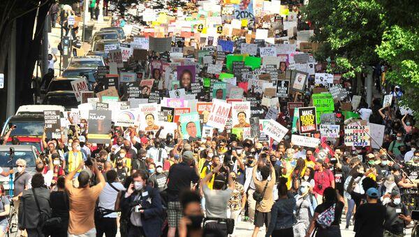 Protestas en EEUU por la brutalidad policial y el racismo - Sputnik Mundo