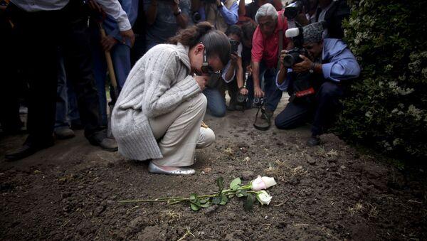 Lissette Farah durante el funeral de su hija, Paulette Gebara - Sputnik Mundo