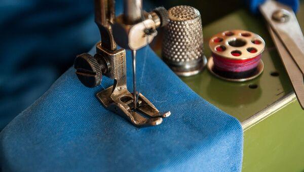 Una máquina de coser - Sputnik Mundo