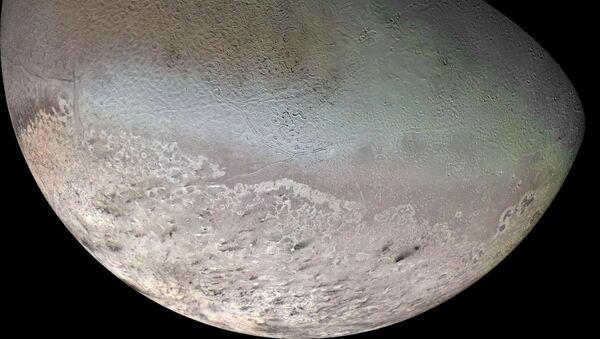 Tritón, una de las lunas de Neptuno - Sputnik Mundo