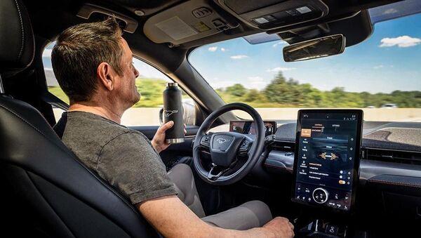 Active Drive Assist, el sistema de piloto automático de Ford - Sputnik Mundo