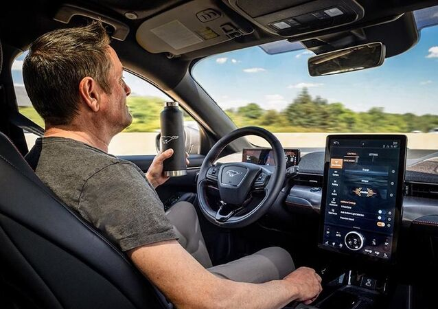 Active Drive Assist, el sistema de piloto automático de Ford