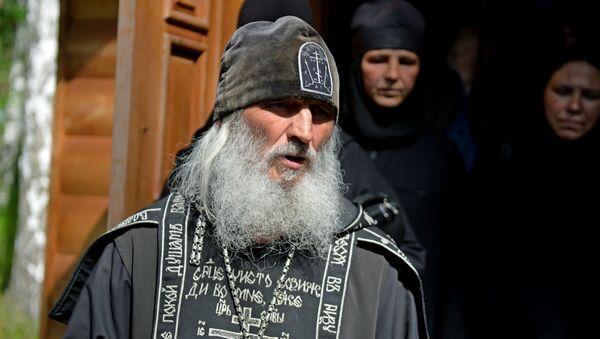 El padre Sergui en el monasterio de Sredneuralsk  - Sputnik Mundo