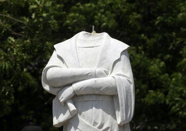 Una estatua de Cristóbal Colón en Boston decapitada por los manifestantes