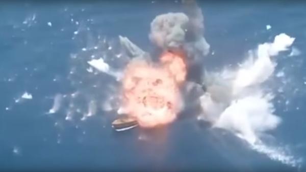Misiles iraníes destruyen unos barcos - Sputnik Mundo
