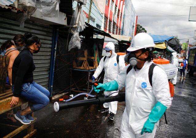 Desinfección de las calles en San Salvador