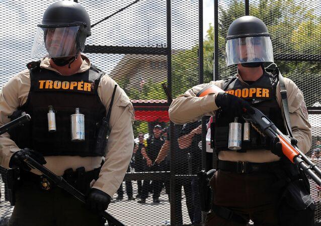 Unos oficiales de Policía de EEUU