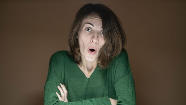 Una mujer sorprendida, imagen referencial - Sputnik Mundo