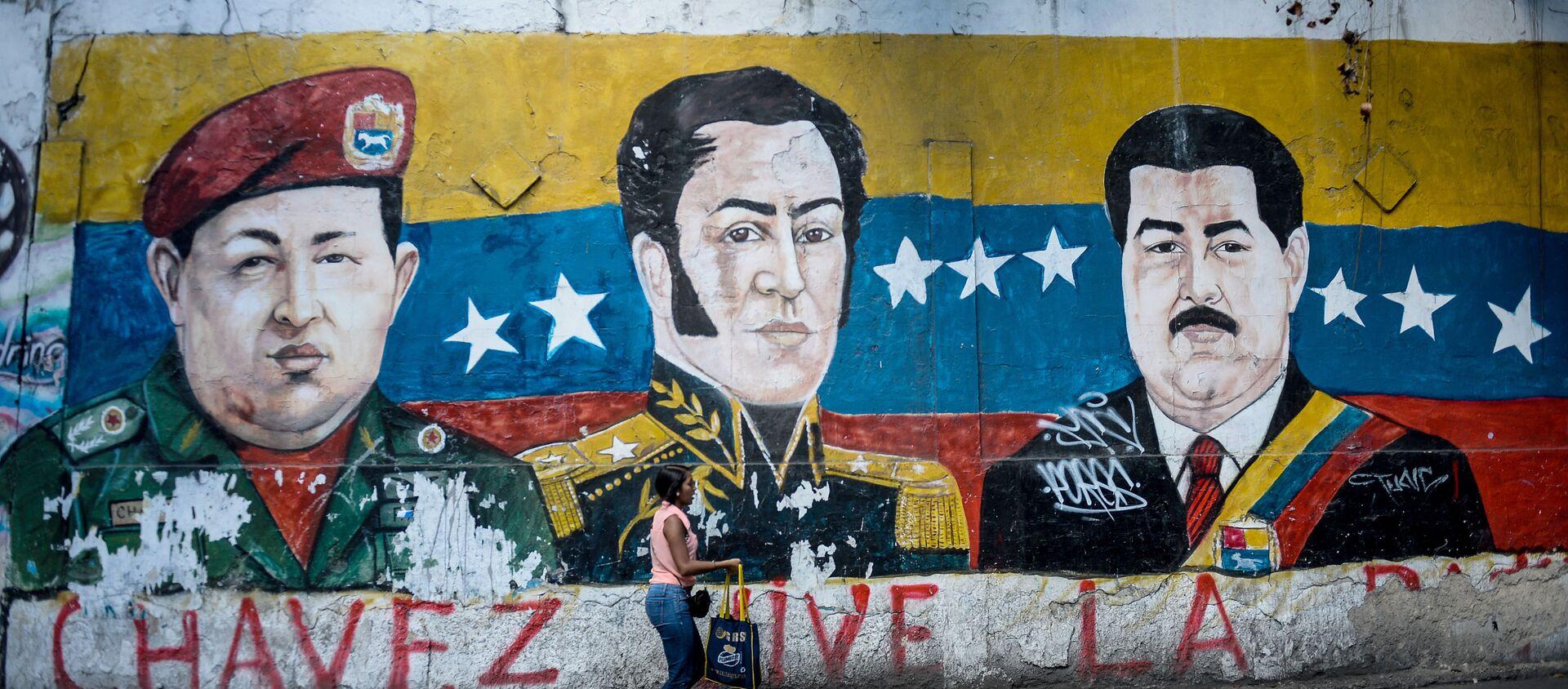 Un grafiti con la imagen de Simón Bolivar, el expresidente venezolano Hugo Chávez y el actual presidente, Nicolás Maduro - Sputnik Mundo, 1920, 21.06.2020
