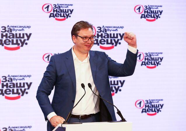 Aleksandar Vucic, presidente serbio, anunciando la victoria del Partido Progresista Serbio en los comicios parlamentarios