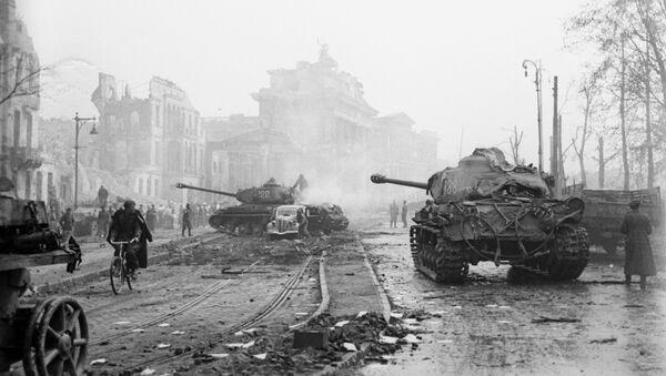 La batalla de Berlín durante la Segunda Guerra Mundial (archivo) - Sputnik Mundo