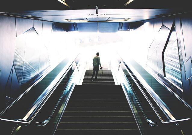 Imagen referencial de escaleras de metro