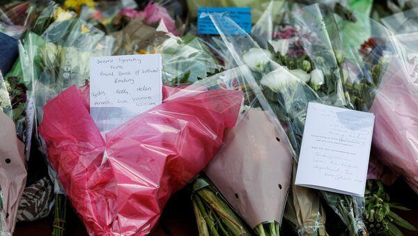 Homenaje a las víctimas del apuñalamiento en Reading, Reino Unido - Sputnik Mundo