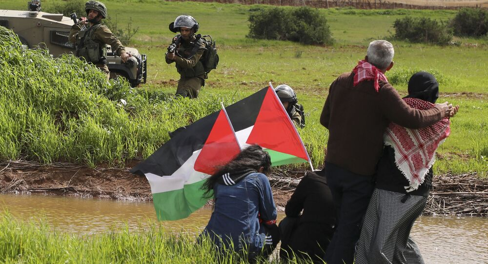 Soldados se enfrentan a ciudadanos palestinos