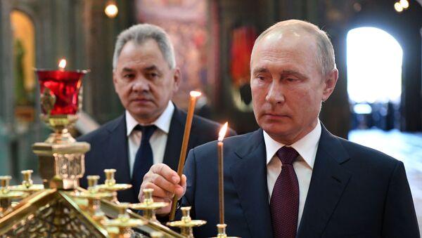 El presidente ruso, Vladímir Putin, visitó la Iglesia Principal de las Fuerzas Armadas de Rusia en el parque Patriot - Sputnik Mundo
