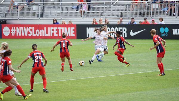 Un partido del fútbol femenino (imagen referencial) - Sputnik Mundo