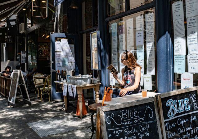 Una mujer en una terraza de Nueva York