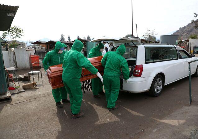 Un funeral en Chile durante la epidemia de coronavirus