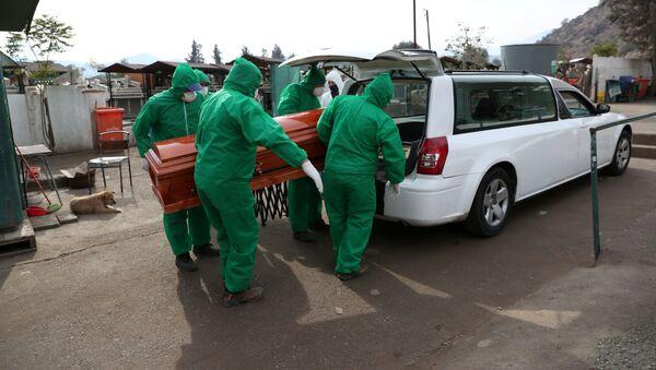 Un funeral en Chile durante la epidemia de coronavirus - Sputnik Mundo
