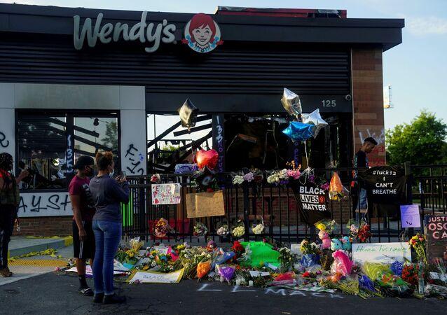 El memorial a Rayshard Brooks donde fue disparado