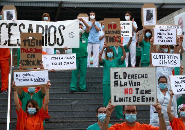 Protestas de los médicos en Madrid durante brote de coronavirus en España