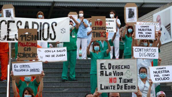 Protestas de los médicos en Madrid durante brote de coronavirus en España - Sputnik Mundo
