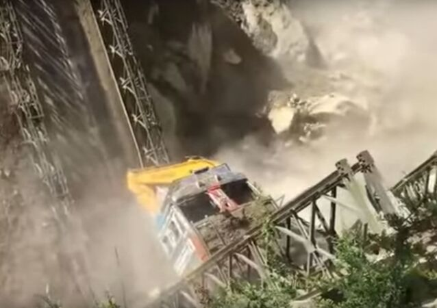 Un puente cae en la India