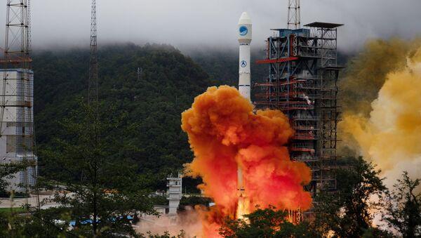 Lanzamiento del cohete portador Larga Marcha-3B con el satélite de navegación Beidou - Sputnik Mundo