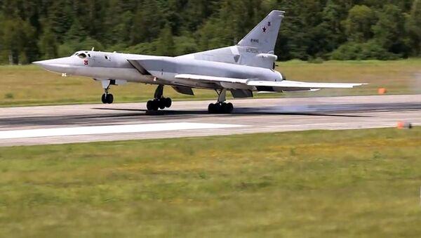 Los bombarderos Tu-22M3 entrenan para patrullar el espacio aéreo y lanzar misiles de crucero - Sputnik Mundo