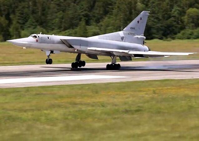 Los bombarderos Tu-22M3 entrenan para patrullar el espacio aéreo y lanzar misiles de crucero