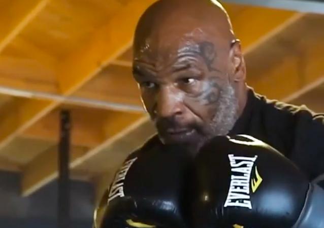 Mike Tyson, boxeador estadounidense