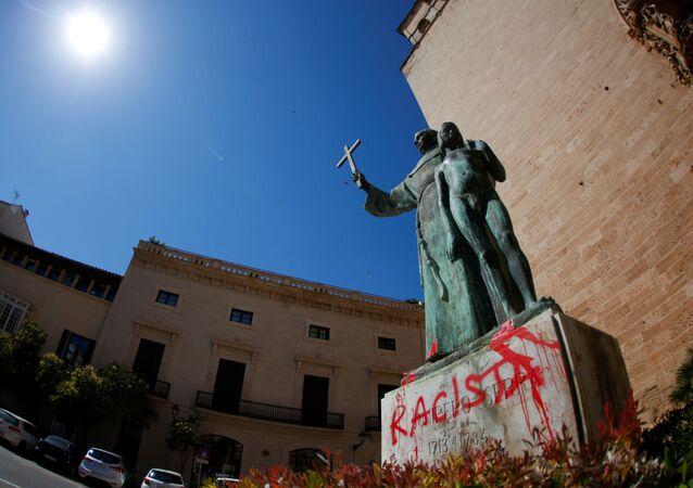 Estatua de fray Junípero Serra en Palma, tras ataque vandálico