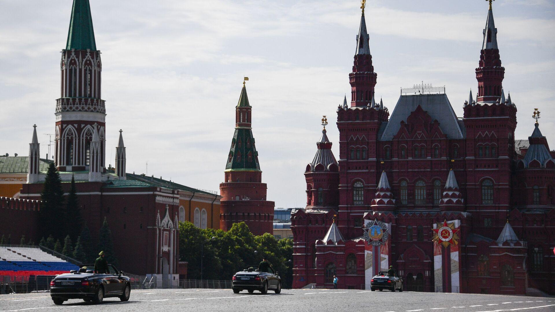 La Plaza Roja de Moscú decorada para la celebración del Desfile de la Victoria - Sputnik Mundo, 1920, 07.04.2021