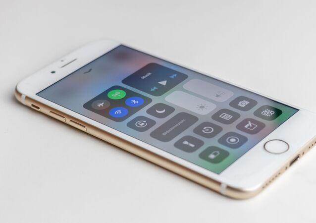 Un teléfono con el Bluetooth encendido