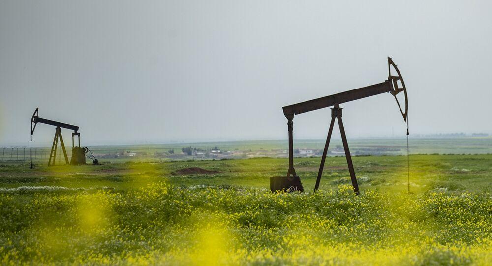 Pozos petrolíferos en Siria (imagen referencial)
