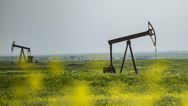 Pozos petrolíferos en Siria (imagen referencial) - Sputnik Mundo