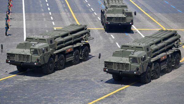 Los lanzacohetes múltiples Tornado-S en el Desfile de la Victoria 2020 - Sputnik Mundo