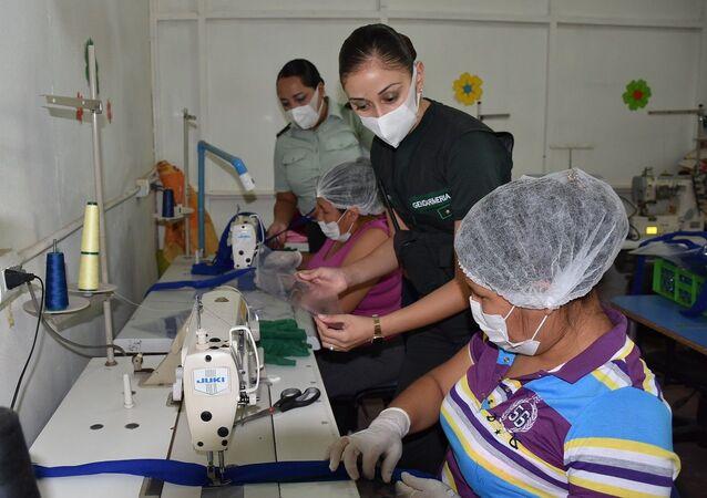 Reclusas y funcionarios del Centro de Estudio y Trabajo del Centro de Cumplimiento Penitenciario de Iquique