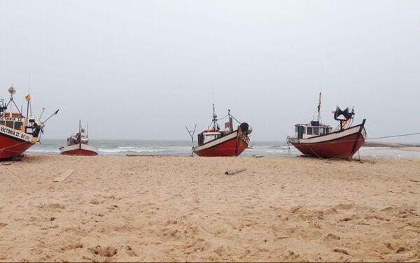 Chalanas de los pescadores de Punta del Diablo, Rocha, Uruguay - Sputnik Mundo