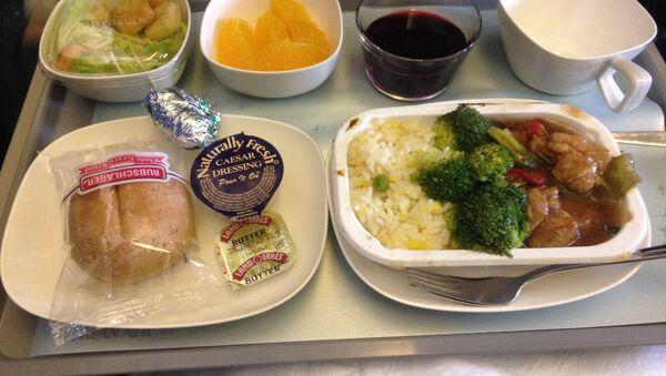 La comida en un avión - Sputnik Mundo