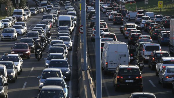 Atasco de automóviles en Barcelona - Sputnik Mundo