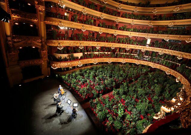 El Gran Teatre del Liceu de Barcelona lleno de plantas por el Concierto para el bioceno