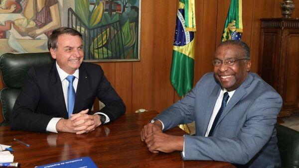 El presidente, Jair Bolsonaro y el nuevo ministro de Educación de Brasil, Carlos Alberto Decotelli - Sputnik Mundo