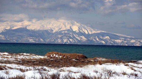 Vista a la isla de Hokkaido desde la isla de Kunashir - Sputnik Mundo